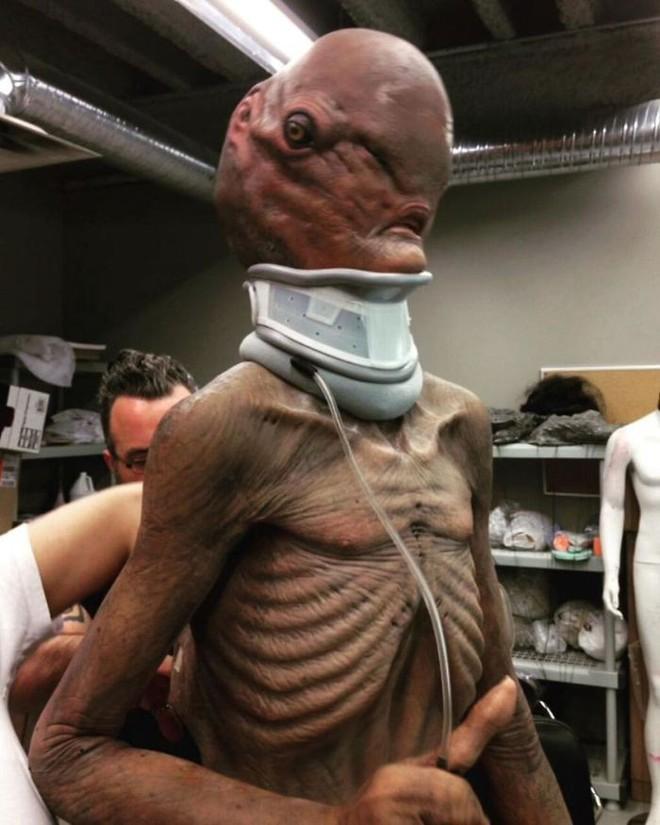 Không cần CGI, chứng bệnh lạ kỳ khiến chàng trai cao 1m98, nặng 55kg trở thành siêu sao phim kinh dị - Ảnh 24.