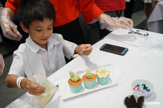 Quốc tế thiếu nhi: Cả nhà rủ nhau đến Showcase học làm bánh cupcake với công cụ không thể thiếu là chiếc tủ lạnh - Ảnh 6.