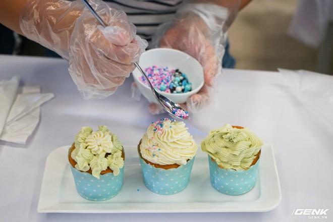 Quốc tế thiếu nhi: Cả nhà rủ nhau đến Showcase học làm bánh cupcake với công cụ không thể thiếu là chiếc tủ lạnh - Ảnh 7.