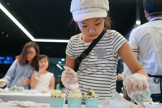 Quốc tế thiếu nhi: Cả nhà rủ nhau đến Showcase học làm bánh cupcake với công cụ không thể thiếu là chiếc tủ lạnh - Ảnh 8.