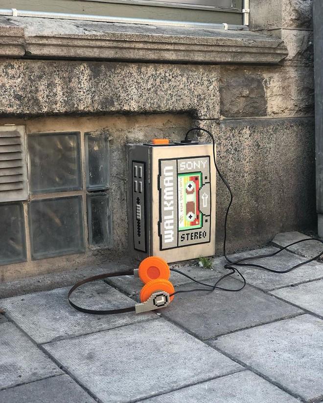 Nghệ sĩ Thụy Điển được tôn vinh vì phá hoại đường phố bằng pixel-art - Ảnh 13.