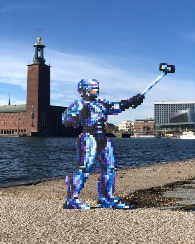 Nghệ sĩ Thụy Điển được tôn vinh vì phá hoại đường phố bằng pixel-art - Ảnh 17.