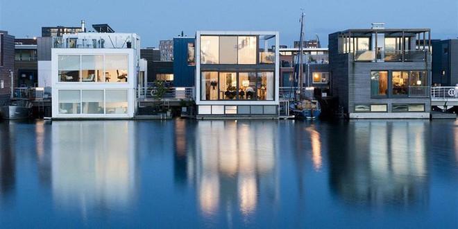 Chiêm ngưỡng cả trăm ngôi nhà được xây nổi trên mặt nước: Quần thể kiến trúc đáng tự hào của Amsterdam - Ảnh 13.
