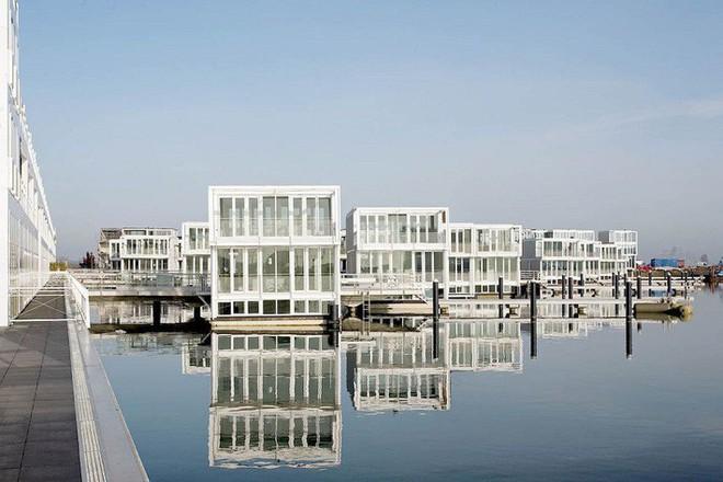 Chiêm ngưỡng cả trăm ngôi nhà được xây nổi trên mặt nước: Quần thể kiến trúc đáng tự hào của Amsterdam - Ảnh 5.