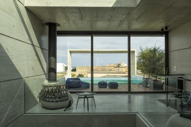 Ngắm kiến trúc nhà phố độc đáo với không gian hiện đại, có phòng tập thể dục, chiếu phim và hồ bơi trong suốt trên nóc nhà - Ảnh 13.