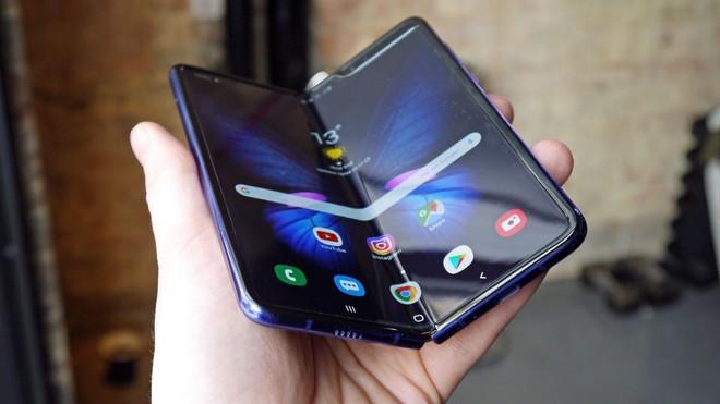 Google xác nhận rằng họ đang phát triển smartphone màn hình gập - Ảnh 2.