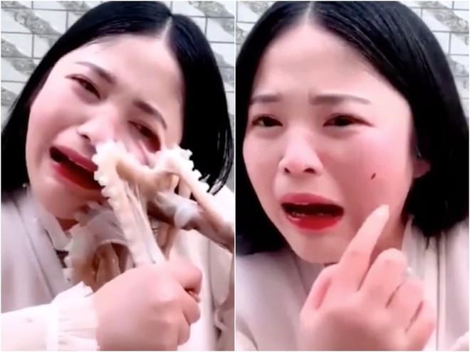 Livestream ăn bạch tuộc tươi sống, vlogger Trung Quốc bị sinh vật này tấn công rách cả da mặt - Ảnh 4.