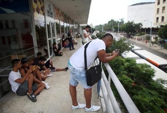 Cuba sắp hợp pháp hóa hoạt động lắp đặt Wi-Fi cho người dân và nhập khẩu thêm router để mở rộng Internet công cộng - Ảnh 2.
