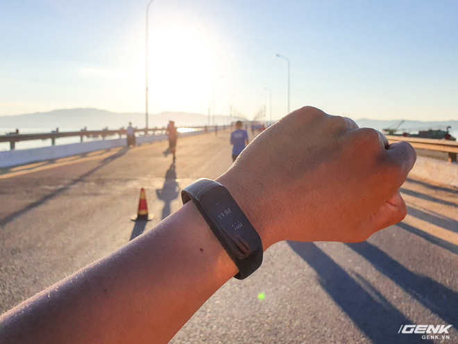 Trải nghiệm và đánh giá Galaxy Fit sau 21km chạy marathon - Ảnh 3.