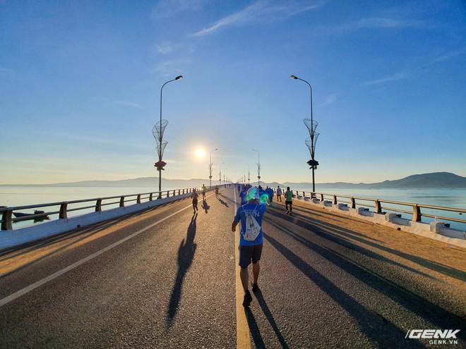 Trải nghiệm và đánh giá Galaxy Fit sau 21km chạy marathon - Ảnh 6.