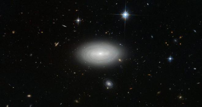 Trái với những gì bạn nghĩ, tấm ảnh này KHÔNG cho thấy có một lỗ hổng trên Vũ trụ - Ảnh 5.