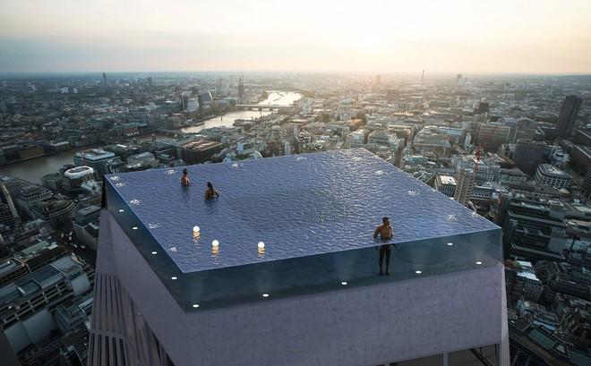 Ngắm nhìn bể bơi vô cực trên nóc tòa nhà ở London - Ảnh 1.