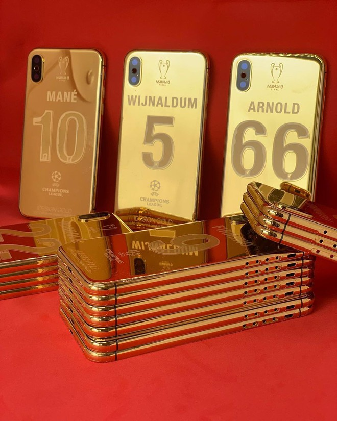 Vô địch C1, 27 cầu thủ Liverpool cùng HLV Jurgen Klopp được tặng mỗi người 1 chiếc iPhone X mạ vàng 24K - Ảnh 1.