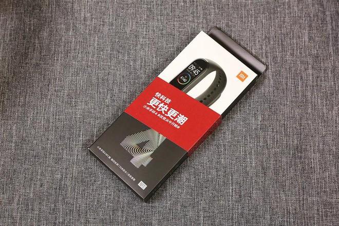 Cận cảnh thiết kế và tính năng của Xiaomi Mi Band 4 - Ảnh 1.