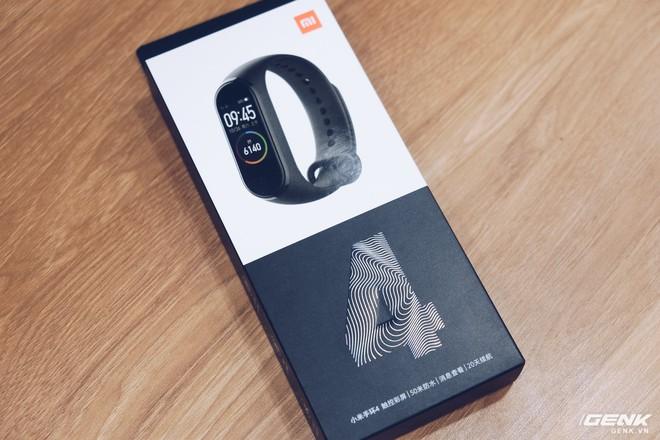 Trên tay Xiaomi Mi Band 4: Không thể đòi hỏi gì hơn với mức giá chỉ vài trăm nghìn - Ảnh 1.