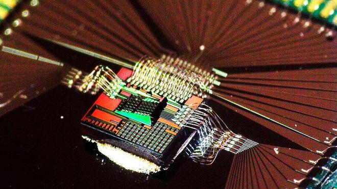 Bill Gates và nhiều tỷ phú khác đầu tư 9 triệu USD vào startup chip quang học, mở đường cho AI tương lai - Ảnh 1.