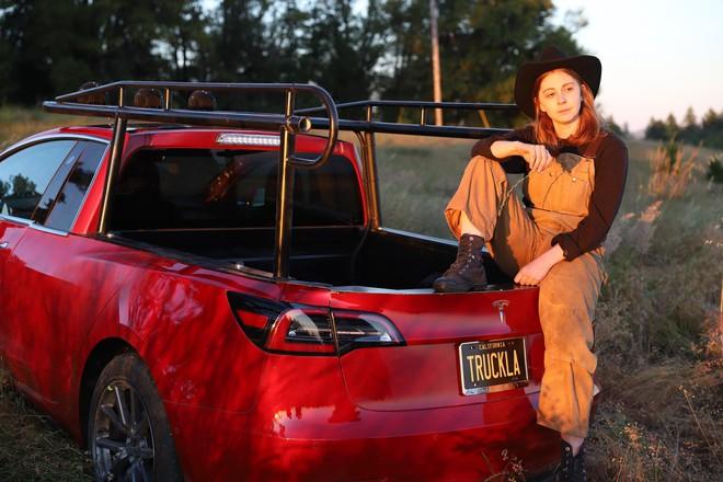YouTuber thừa tiền cưa đôi Tesla Model 3 thành xe bán tải - Ảnh 5.