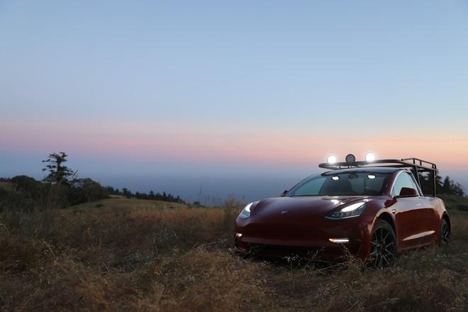 YouTuber thừa tiền cưa đôi Tesla Model 3 thành xe bán tải - Ảnh 3.