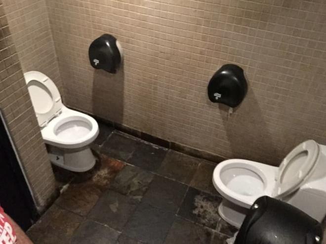 Thiết kế siêu thảm họa của 11 WC này khiến bạn tự nhủ thà nhịn còn hơn - Ảnh 7.