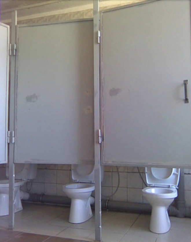 Thiết kế siêu thảm họa của 11 WC này khiến bạn tự nhủ thà nhịn còn hơn - Ảnh 10.