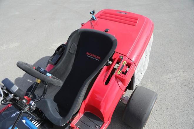 Đây là siêu xe cắt cỏ vừa đạt kỷ lục tốc độ thế giới của Honda, động cơ 4 xi-lanh như CBR1000, phóng như xe đua - Ảnh 1.