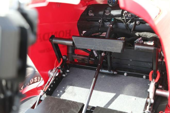 Đây là siêu xe cắt cỏ vừa đạt kỷ lục tốc độ thế giới của Honda, động cơ 4 xi-lanh như CBR1000, phóng như xe đua - Ảnh 4.