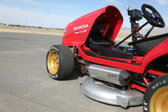 Đây là siêu xe cắt cỏ vừa đạt kỷ lục tốc độ thế giới của Honda, động cơ 4 xi-lanh như CBR1000, phóng như xe đua - Ảnh 3.
