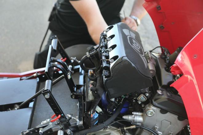 Đây là siêu xe cắt cỏ vừa đạt kỷ lục tốc độ thế giới của Honda, động cơ 4 xi-lanh như CBR1000, phóng như xe đua - Ảnh 5.