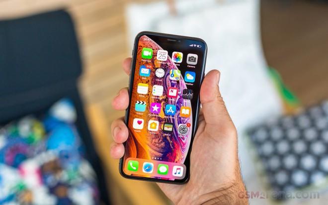 Tranh thủ Huawei bị Mỹ cấm vận, Apple tăng sản lượng iPhone - Ảnh 1.