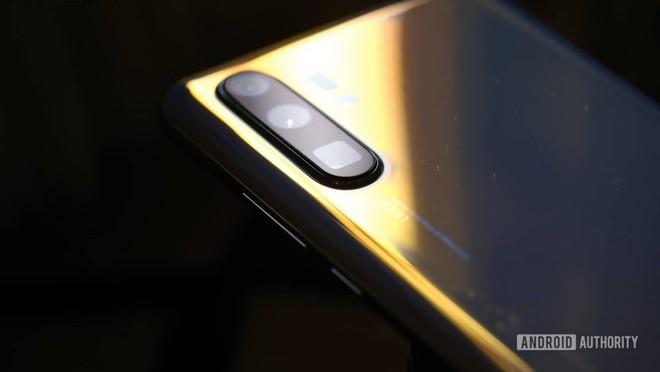 Huawei P30 phá vỡ kỷ lục doanh số bán hàng của đàn anh P20 - Ảnh 1.