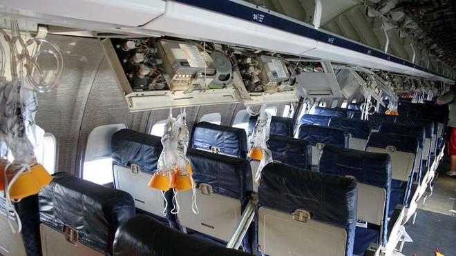 Đây là những gì thực sự sẽ xảy ra nếu bạn mở cửa máy bay khi đang ở giữa bầu trời - Ảnh 4.