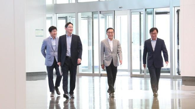 Bất chấp việc đối thủ Huawei suy yếu, Samsung vẫn coi tình hình hiện nay là một cuộc khủng hoảng mới - Ảnh 1.