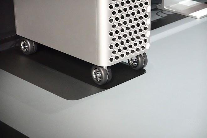 Cận cảnh Mac Pro mới: Thiết kế tối giản, ám ảnh những người sợ lỗ - Ảnh 6.