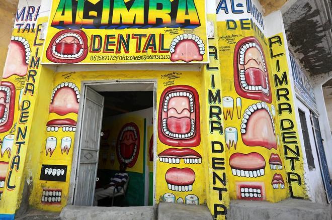 Tỷ lệ mù chữ quá cao, biển quảng cáo ở Somali chủ yếu là hình vẽ không cần đọc nhìn là hiểu - Ảnh 2.