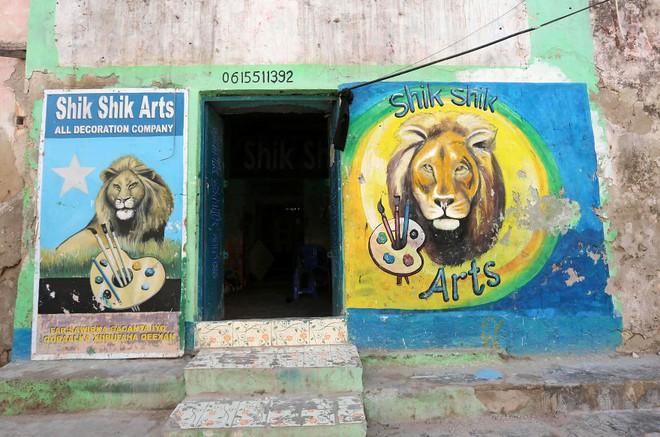 Tỷ lệ mù chữ quá cao, biển quảng cáo ở Somali chủ yếu là hình vẽ không cần đọc nhìn là hiểu - Ảnh 4.