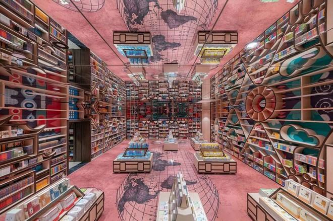 Cách bài trí gây ảo giác của nhà sách Trung Quốc khiến du khách lú lẫn như lạc vào mê cung - Ảnh 5.