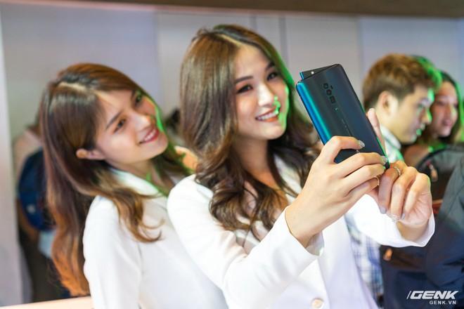 Oppo Reno chính thức ra mắt: 21 triệu đồng cho phiên bản cao cấp nhất, cú tấn công trực diện đến Samsung - Ảnh 9.