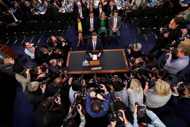 Trớ trêu: Facebook bị phạt 5 tỷ USD, Mark Zuckerberg giàu thêm 1 tỷ USD - Ảnh 2.