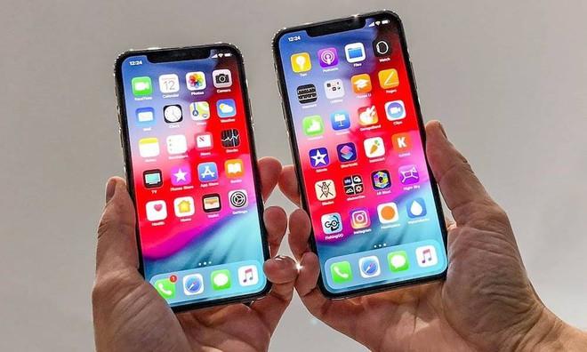 Apple vừa bồi thường cho Samsung 900 tỷ won vì không mua đủ số lượng màn hình OLED đã đặt hàng? - Ảnh 1.