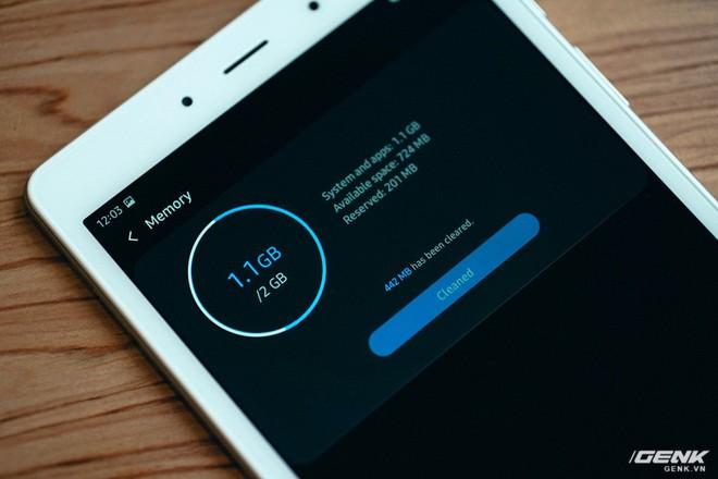 """Mở hộp Galaxy Tab A 8.0 mới: Một mình một cõi """"điện thoại bảng"""", ngoài màn hình lớn ra còn gì hay không? - Ảnh 5."""