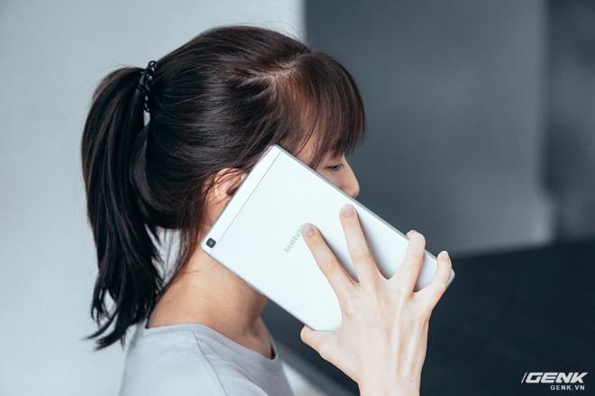 """Mở hộp Galaxy Tab A 8.0 mới: Một mình một cõi """"điện thoại bảng"""", ngoài màn hình lớn ra còn gì hay không? - Ảnh 11."""