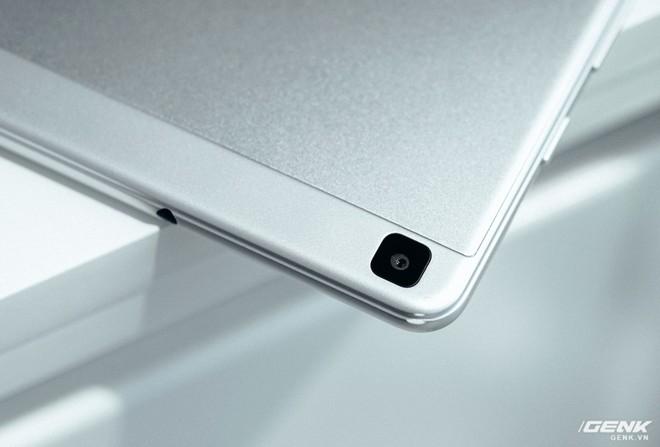 """Mở hộp Galaxy Tab A 8.0 mới: Một mình một cõi """"điện thoại bảng"""", ngoài màn hình lớn ra còn gì hay không? - Ảnh 6."""
