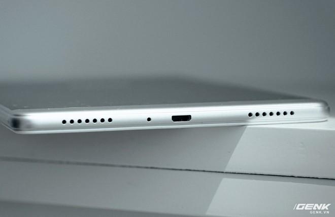 """Mở hộp Galaxy Tab A 8.0 mới: Một mình một cõi """"điện thoại bảng"""", ngoài màn hình lớn ra còn gì hay không? - Ảnh 9."""