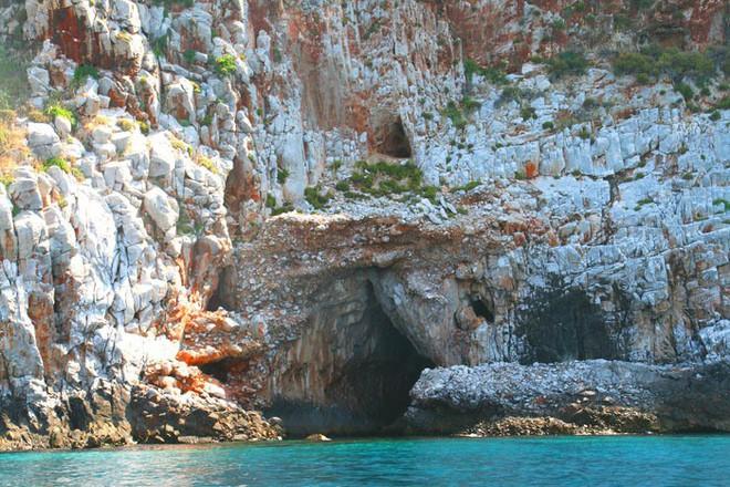 Phát hiện hóa thạch của nhóm người tiền sử đầu tiên rời khỏi Châu Phi - Ảnh 2.