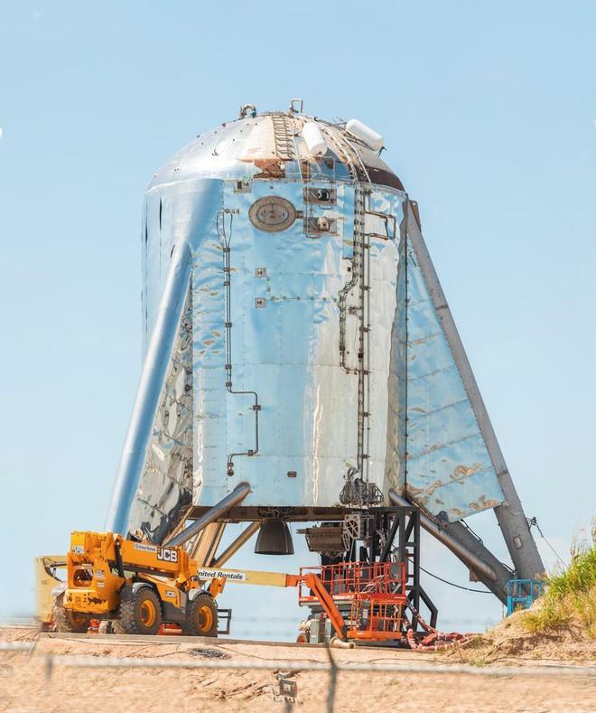 Hệ thống phóng mới của SpaceX bị một quả cầu lửa khổng lồ nuốt trọn, Elon Musk phải dời lịch bay thử - Ảnh 4.