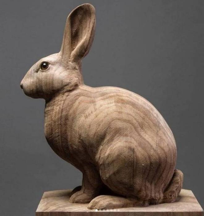 Họa sỹ biến những khúc gỗ vô tri vô giác thành các tác phẩm điêu khắc chân thực đến khó tin - Ảnh 11.