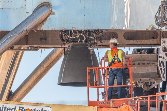 Hệ thống phóng mới của SpaceX bị một quả cầu lửa khổng lồ nuốt trọn, Elon Musk phải dời lịch bay thử - Ảnh 5.