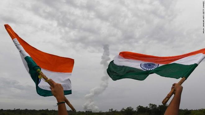 Ấn Độ phóng thành công sứ mệnh Mặt Trăng thứ hai, tên lửa mang theo những công nghệ tiên tiến hơn hẳn lần trước! - Ảnh 2.