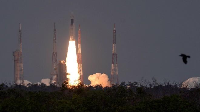 Ấn Độ phóng thành công sứ mệnh Mặt Trăng thứ hai, tên lửa mang theo những công nghệ tiên tiến hơn hẳn lần trước! - Ảnh 1.