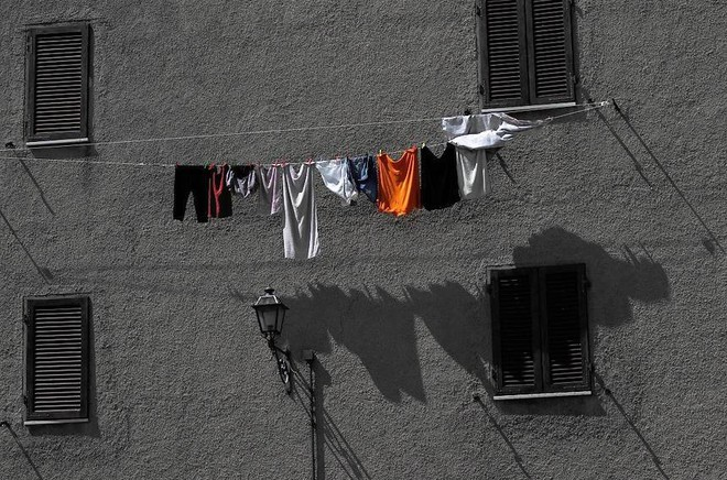 Điều gì sẽ xảy ra nếu bạn mặc ngay quần áo mới mua mà không giặt? - Ảnh 4.